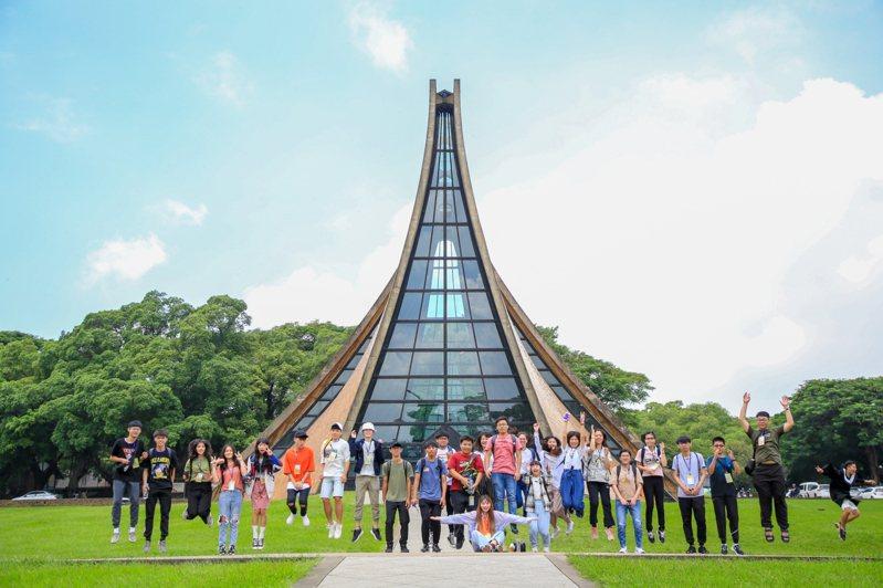 英國泰晤士高等教育(THE)機構於世界地球日公布第二屆「2020世界大學影響力排名」(University Impact Rankings),今年總共有767間學校受評,東海大學初次參與即獲得佳績,與國立台灣大學並列全球總排名101-200,私校第一,全國第三。圖/東海大學提供