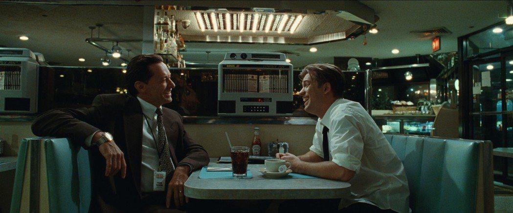 「金鋼狼」休傑克曼(左)在新片演出花心同志。圖/甲上提供