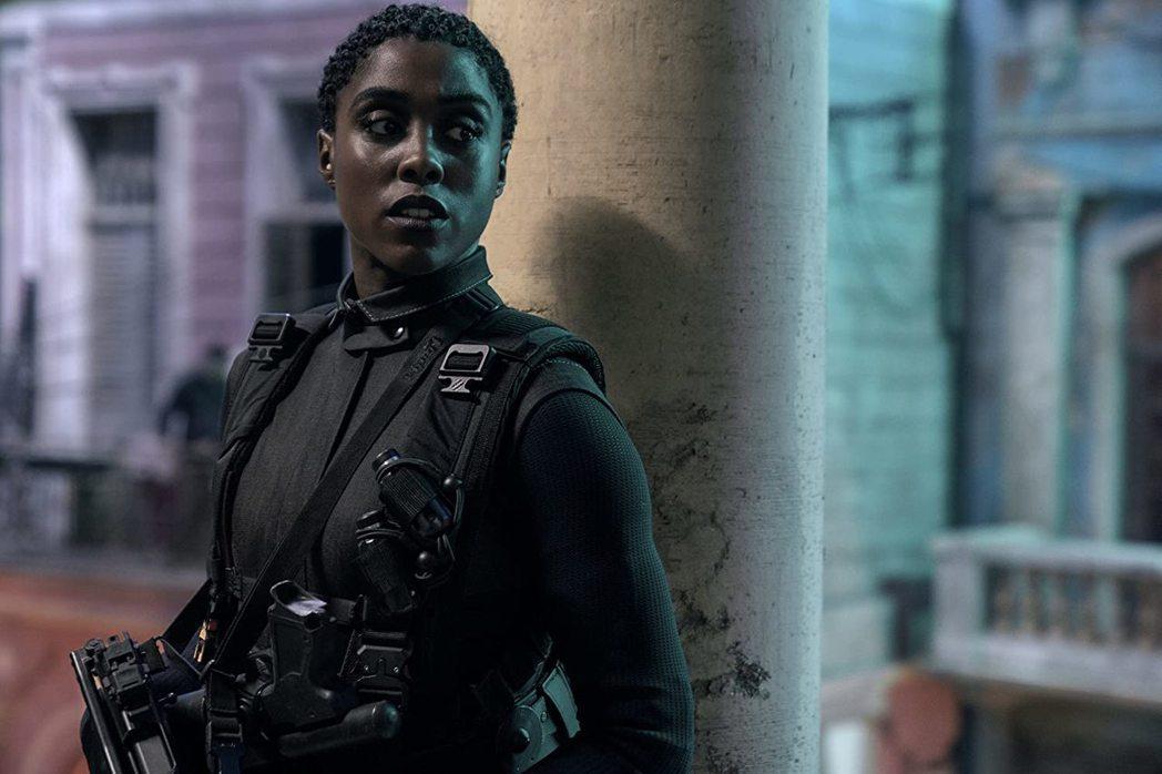 黑人女星萊珊娜林區扮演新一代007,成話題焦點。圖/摘自imdb