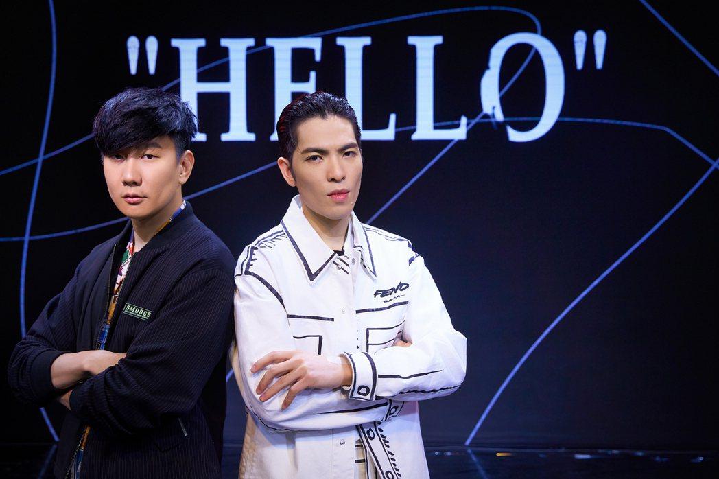 蕭敬騰(右)與林俊傑在「歌手.當打之年」總決賽首度合作演唱共同創作新歌「Hell...