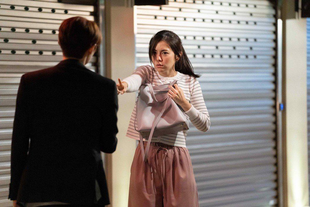 任容萱在「覆活」戲中一場酒醉戲,醉後「盧」功了得。圖/八大提供
