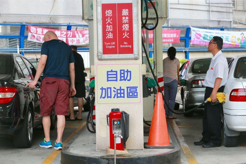 國際油價大跌,使國內石油ETF狂跌,淨值直逼「零」大關,證交所宣布要推出「研議淨...