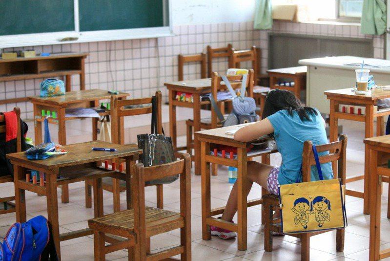 國中小時期的學生作業較為有趣且富有多樣性。 圖/聯合報系資料照