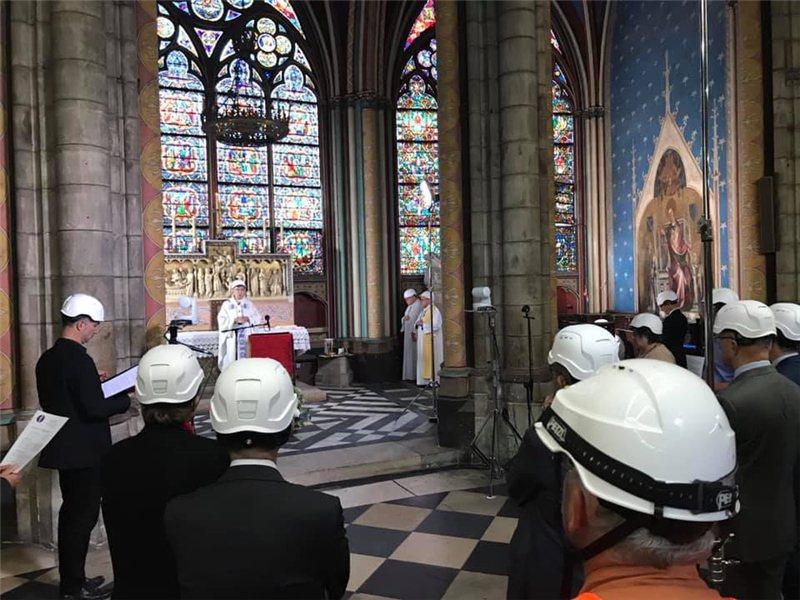 聖母院內現在還沒有完全清理好 / 來源:Notre Dame de Paris