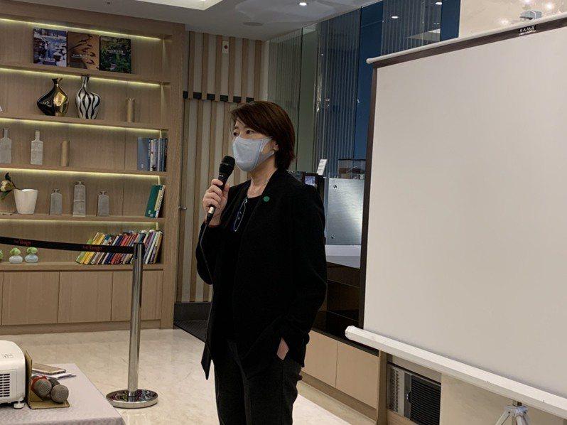 台北市副市長黃珊珊上午陪同行政院長蘇貞昌參訪北市防疫旅館後受訪。記者楊正海/攝影