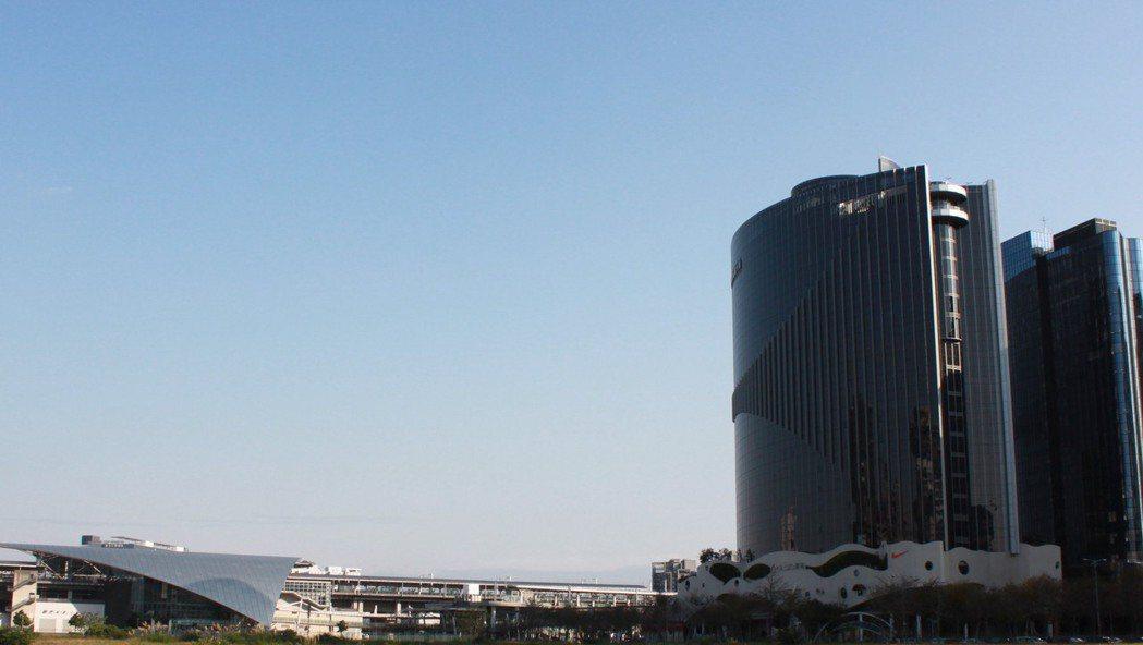 有網友在PTT上發問,在新北、桃園以及新竹之中選擇買房物件的優缺點。圖為新竹高鐵...