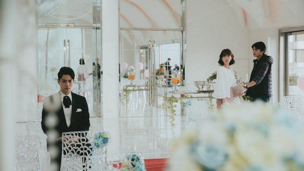 林子閎(左起)在「若是一個人」戲中當新郎,孫可芳、宋柏緯出席「前男友」婚禮。圖/...