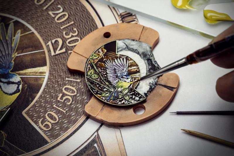 江詩丹頓「閣樓工匠」系列的The Singing Birds腕表,將蜂鳥、知更鳥、山雀、冠藍鳥,以「內填琺瑯」打造出四款限量一只的工藝之作。圖 / Vacheron Constantin提供。