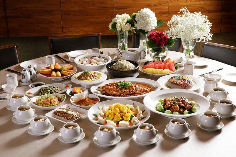 福容花蓮店今年首度推出母親節外帶合菜,讓民眾在家也可以慶祝母親節。圖/福容花蓮店提供