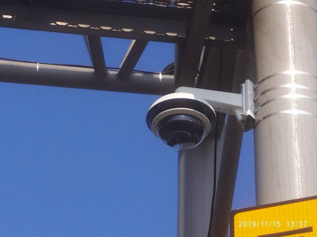 西濱快速道路彰化路段區間測速系統疑因攝影機對時韌體異常,造成資料時間錯誤,致使員...