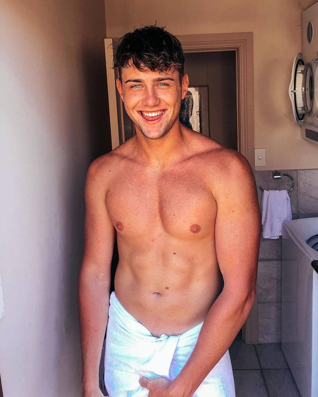 來自澳洲的哈利體格健壯。圖/摘自Instagram