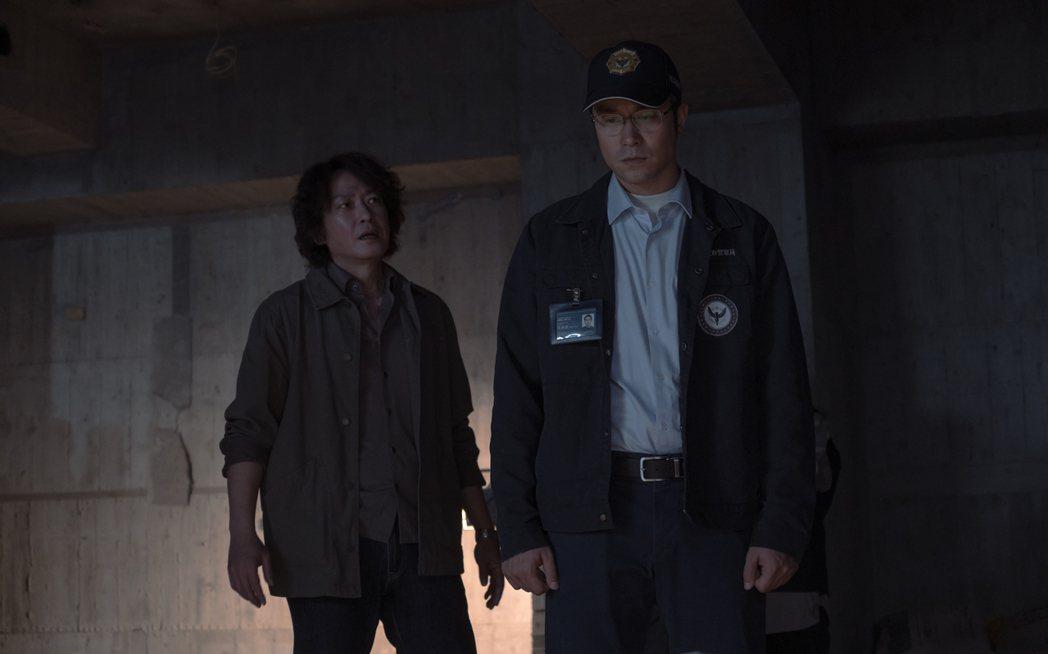 張孝全(右)、王識賢在「誰是被害者」中透過追查每個案件,發現命案真相。圖/Net...