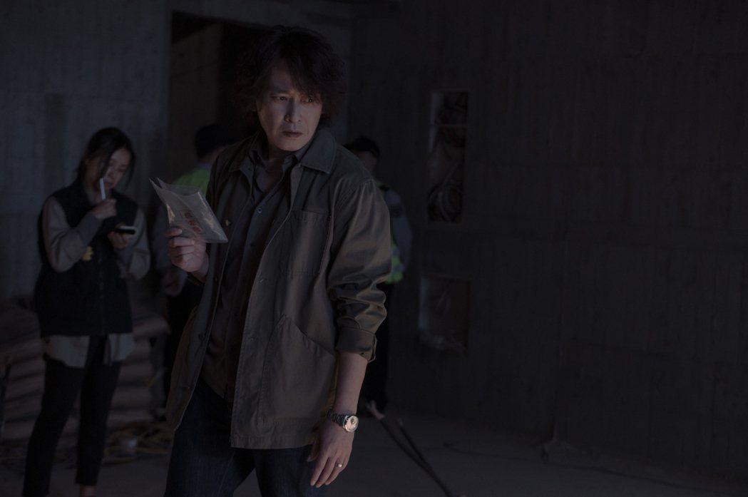 王識賢在「誰是被害者」中飾演刑警隊隊長。圖/Netflix提供