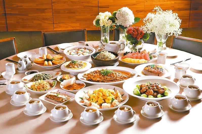 福容花蓮店今年首推母親節外帶合菜,讓民眾在家也可以慶祝母親節。 圖/福容花蓮店提供