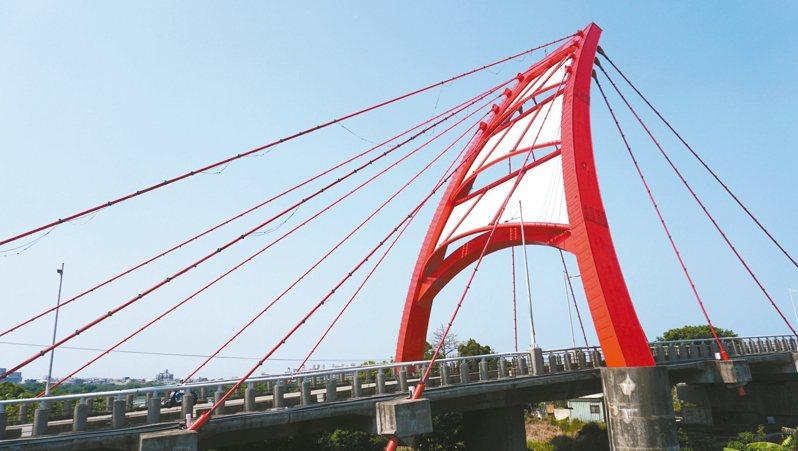 舊港大橋為舊港島與竹北市、新竹市的聯外要道。 記者陳斯穎/攝影