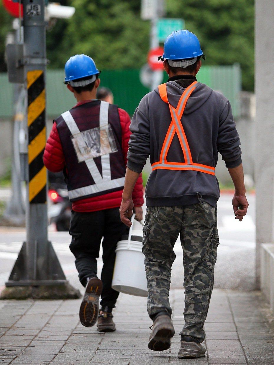 勞動部推出勞工低利紓困貸款,每人最高可貸十萬元。圖/聯合報系資料照片