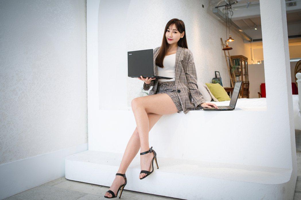 捷元新推出超值商務文書筆電Genuine 14X及15X,不管是效能還是尺寸選擇...