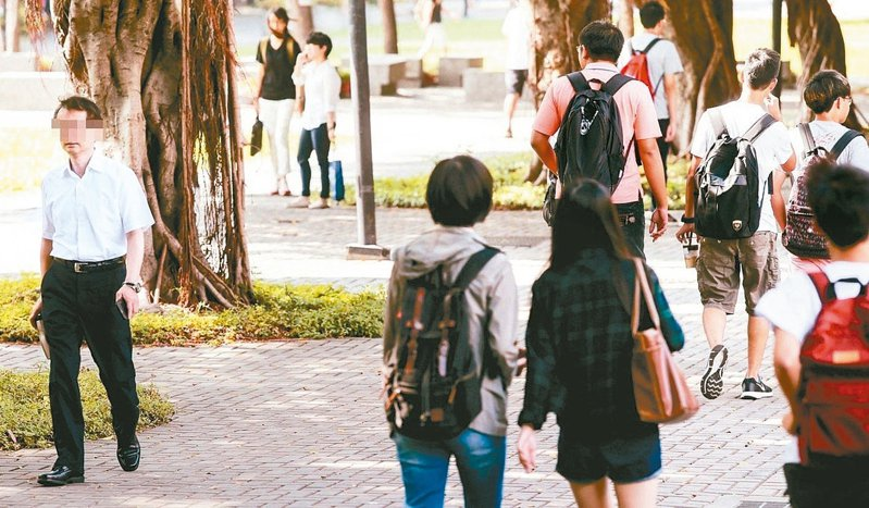 台灣各大學擔憂上萬名港澳生因疫情無法來台,希望政府逐步開放港澳生入境,或以包機模式安排檢疫來台。 圖/聯合報系資料照片