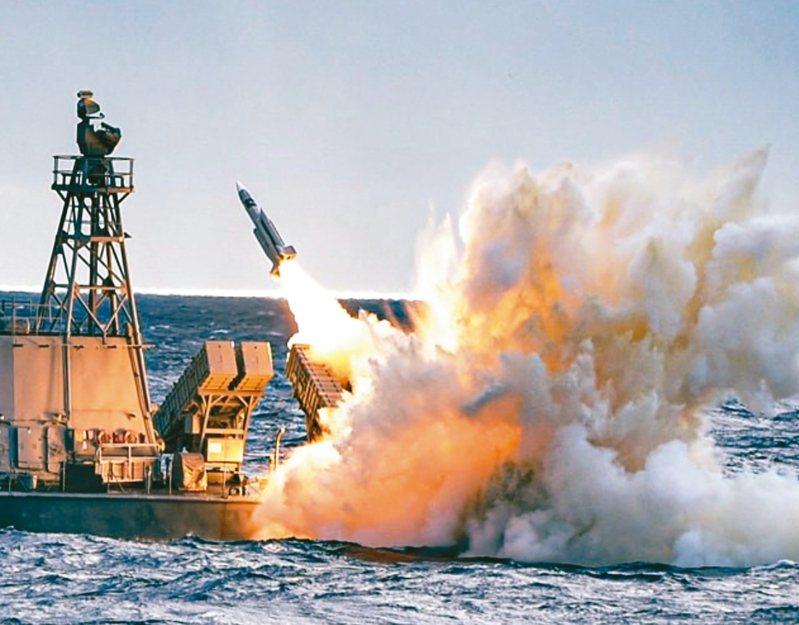 外傳中科院以雄三飛彈為基礎研發雲峰飛彈,圖為2019年「海、空軍飛彈射擊訓練」中,雄三反艦飛彈實彈操演畫面。 圖/取自中華民國海軍臉書粉絲專頁資料照