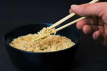 美國范德比大學的研究人員經過實驗後證實,夜間吃東西比在白天吃東西更易導致肥胖。(photo by Pxfuel)