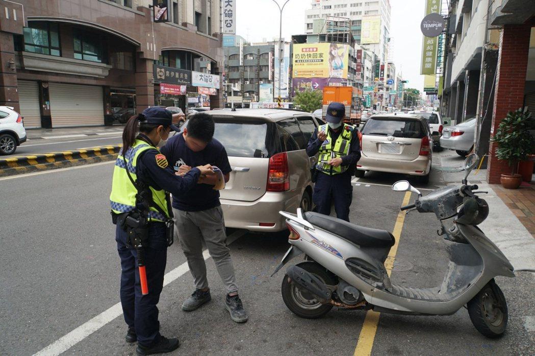 違規停車是台南民眾最常檢舉的交通違規樣態。記者黃宣翰/翻攝