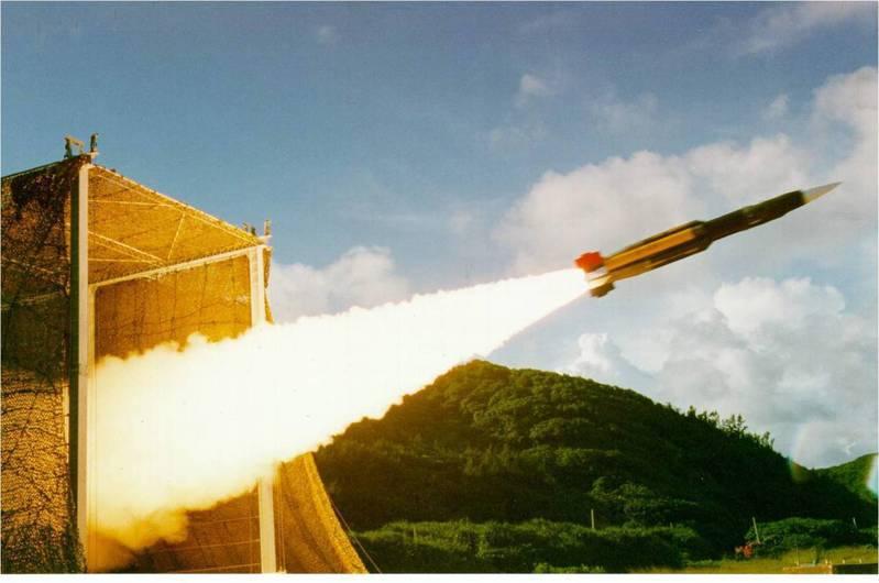 外傳中科院以雄三飛彈為基礎研發雲峰飛彈,圖為雄風三型反艦飛彈發射瞬間。圖/中科院提供