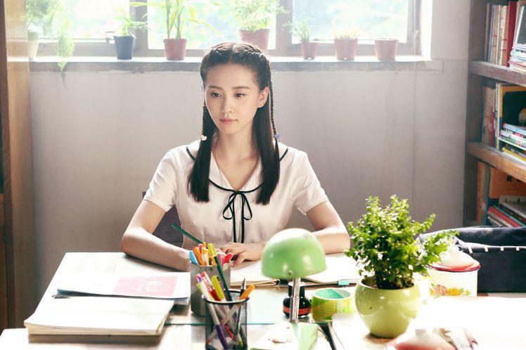 劉詩詩在「那年青春我們正好」扮演女高中生。圖/中天提供
