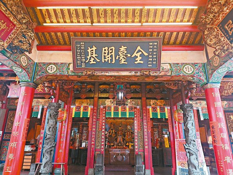 台南開基永華宮為私塾改建,只有前殿沒有後殿,北側仍留有專燒錯字紙張的惜字亭,在廟宇中十分罕見。 記者鄭惠仁/攝影