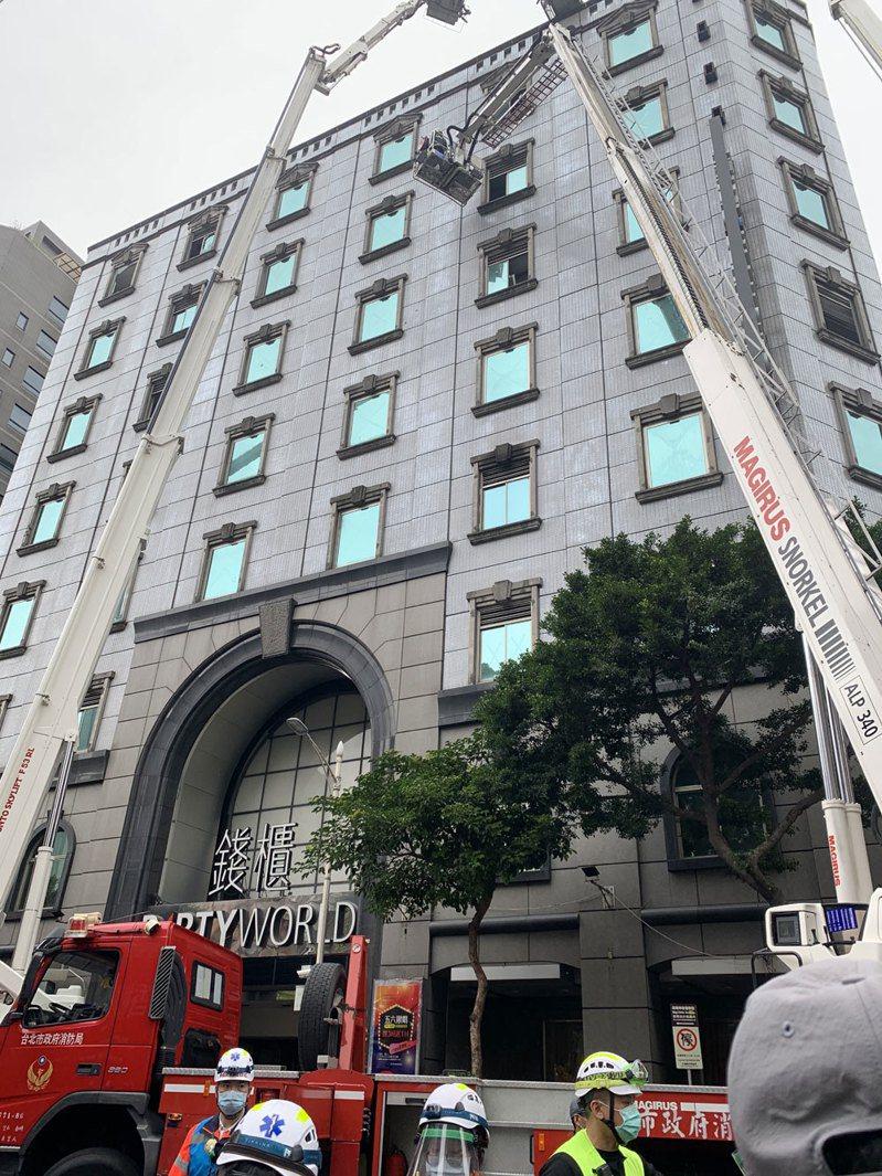 林森北路錢櫃昨天發生嚴重火警,三名幹部各以25萬元交保。記者蕭雅娟/攝影
