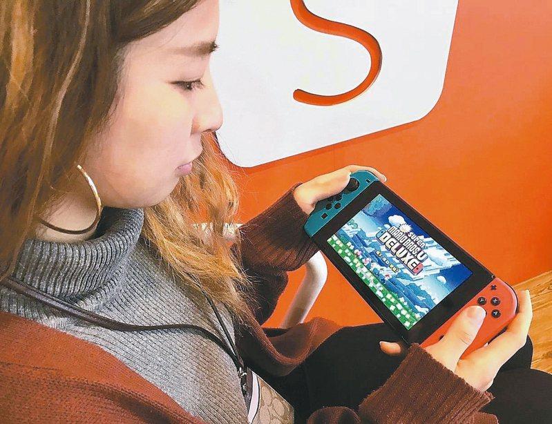 日本醫學專家警告,如果長時間沉浸於電子遊戲,很可能會染上身體某些部位發炎的「任天堂炎症」。 本報系資料庫