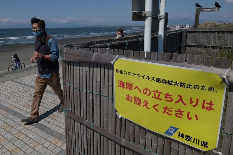 日本仍因疫情受到許多限制。 法新社