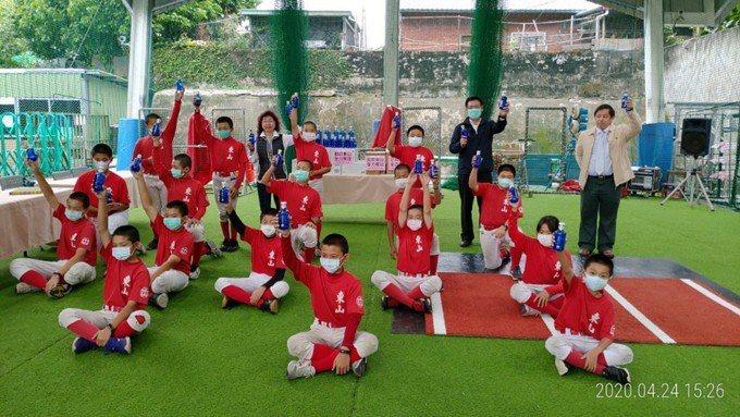 彰化縣員林市東山國小棒球隊,是台灣一支具有傳統及輝煌紀錄的棒球少棒隊。  金色大...