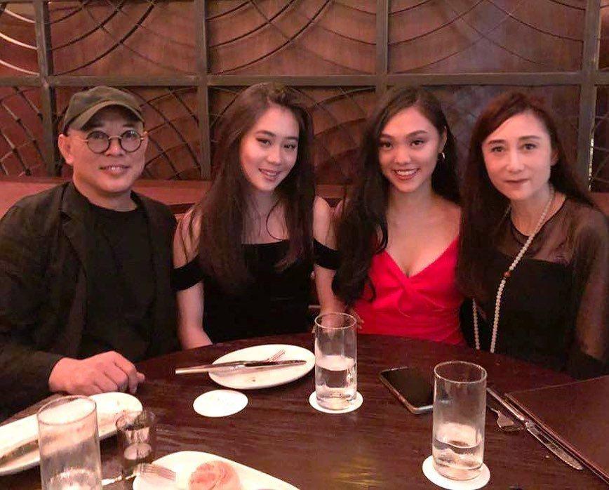 李連杰與老婆利智、兩個女兒一家合照。 圖/擷自李連杰IG