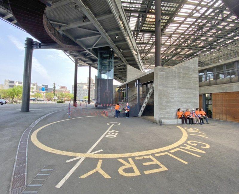 羅東文化工場兼具休閒、運動、文化與展覽等多元功能,是地標與人氣景點。 圖/羅建旺...
