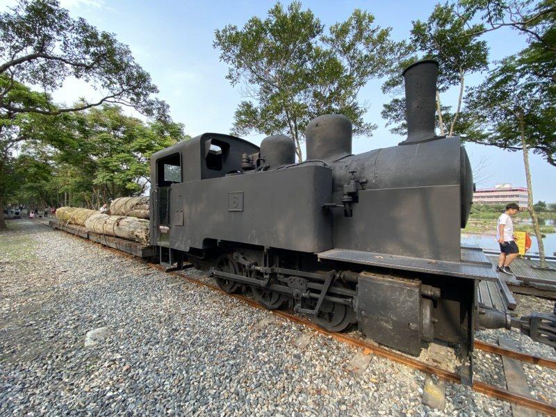 羅東林業文化園區保留昔日車站,有鐵軌、蒸汽火車頭、車廂等。 圖/羅建旺 攝影