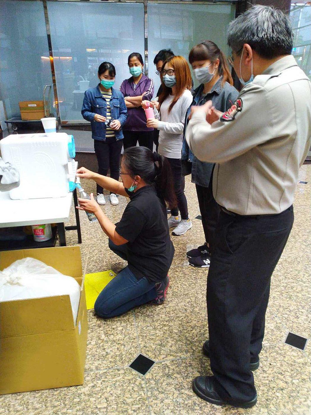 微酸性電解次氯酸水,在日本主要使用在食品加工過程之合法添加劑,在抑菌的功能經過各...