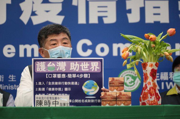 中央流行疫情指揮中心指揮官陳時中今天(27日)表示,國內無新增個案,並在記者會桌...