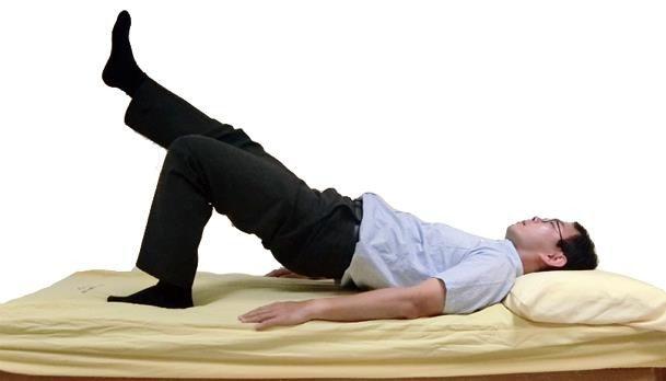 老人家可嘗試平躺床上或地板,接著單腳屈膝,另一隻腳伸直上抬,每個動作維持5秒,重...