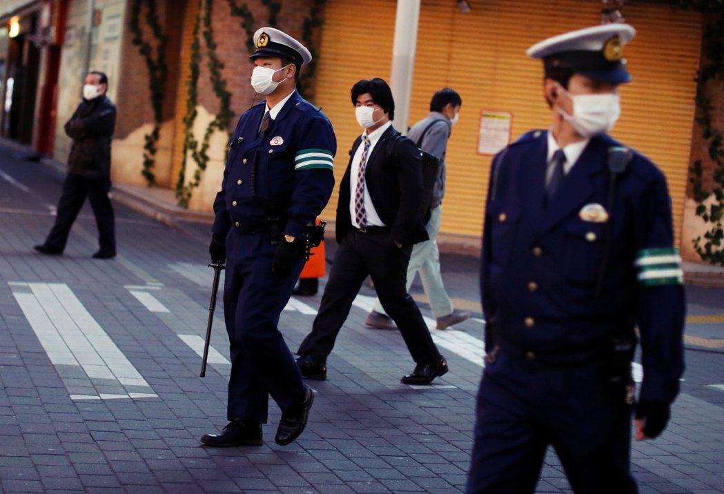 日本警察的勤務相當多,不管是地方治安、交通、駕照業務、維安宣導等,都由警察一手包...