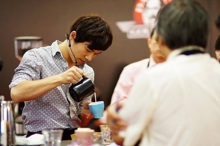 吳則霖(左)曾連續奪下三屆台灣咖啡師大賽冠軍。圖/吳則霖提供