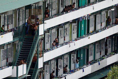 「新加坡式管理」下的大型移工宿舍,為何仍成防疫破口?