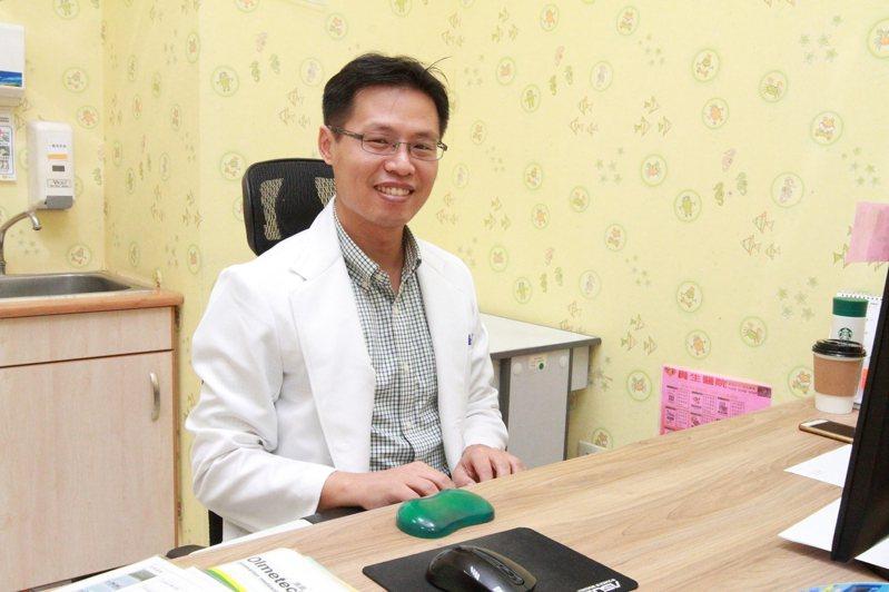 員榮醫院身心科何鎧任醫師說,病人因「自律神經失調」 的恐慌症常是和血清素不足有關。圖/員榮醫院提供