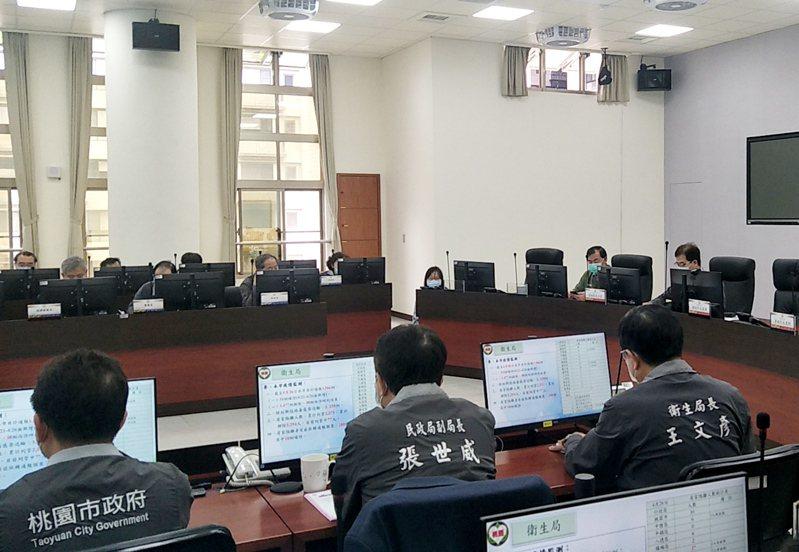新冠肺炎疫情衝擊,桃園市長鄭文燦首度缺席防疫專案會議,由副市長游建華首度代理主持、討論防疫措施。