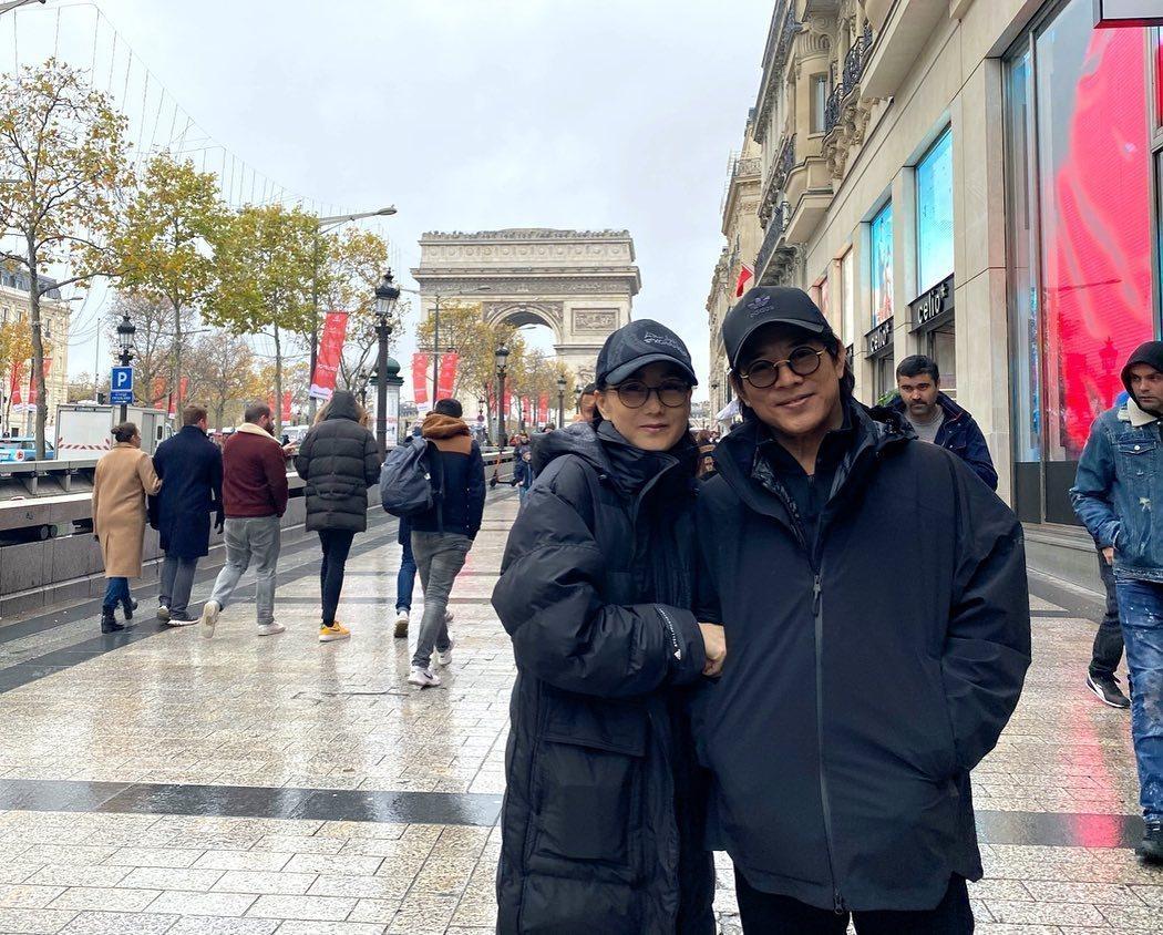 李連杰與老婆利智合照。 圖/摘自李連杰IG