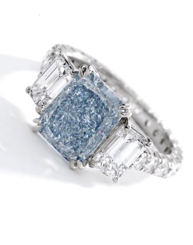 原訂4月的蘇富比紐約瑰麗珠寶拍賣延後至6月9日舉辦,亮點之一為3.67克拉的濃彩...