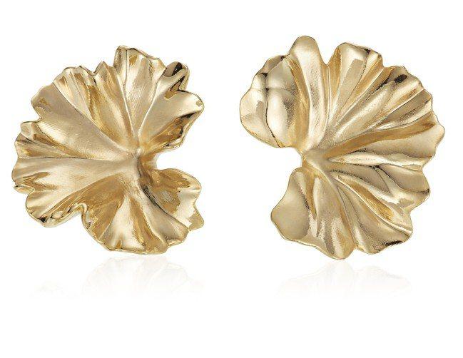 佳士得四月線上珠寶專場中,JAR的天竺葵鋁金屬耳環,拍前高估價為2,000美元,...