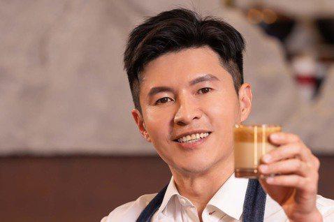「400次咖啡」因為韓國綜藝節目爆紅,「400次咖啡」因材料取得簡單,成為防疫期間宅在家,最受歡迎的挑戰,被網友封為「國民哥哥」封號的謝曜州也挑戰「手打咖啡」。挑戰前謝曜州還一派輕鬆說:「這不難啊!...