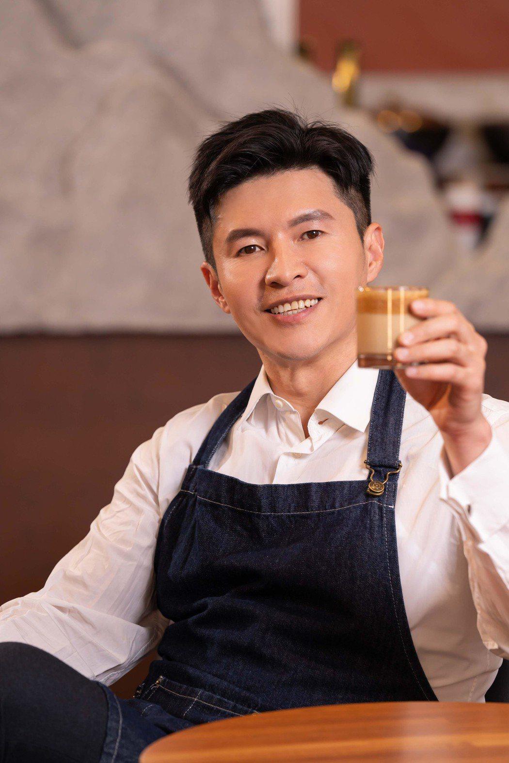 謝曜州挑戰「400次咖啡」。圖/TVBS提供