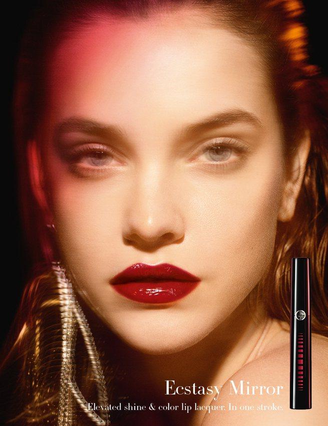 「奢華訂製鏡光水唇釉」主打搶眼的全新「水鏡光」概念。圖/Giorgio Arma...
