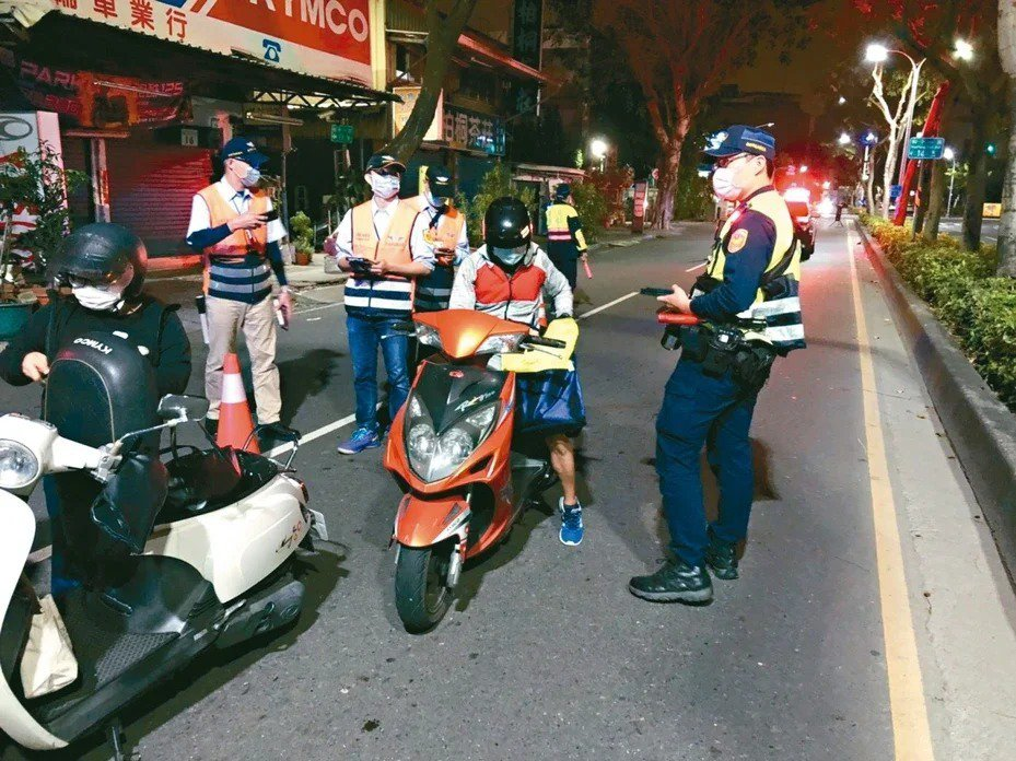 高雄市警方常取締改裝噪音車。 圖/高雄市警局提供